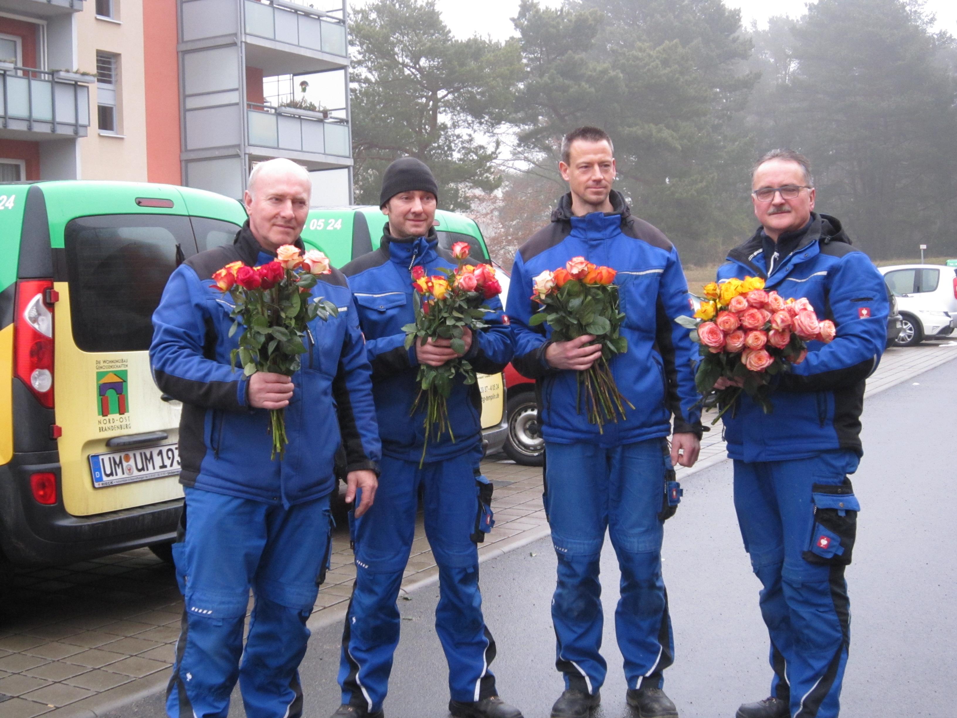 unsere Hausmeister werden zu Blumenkavalieren